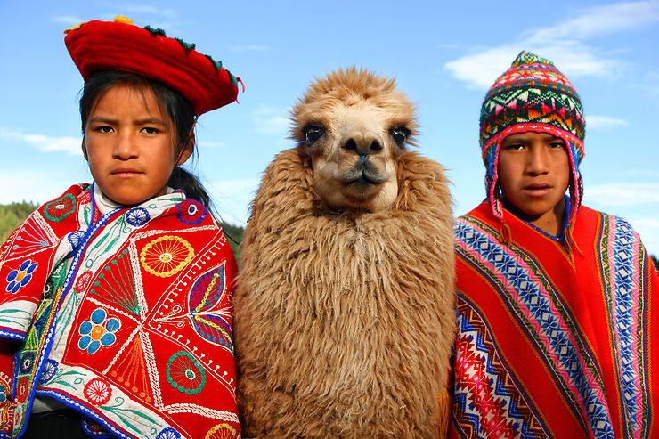 Portrait de famille dans les hauteurs de Cuzco, Pérou