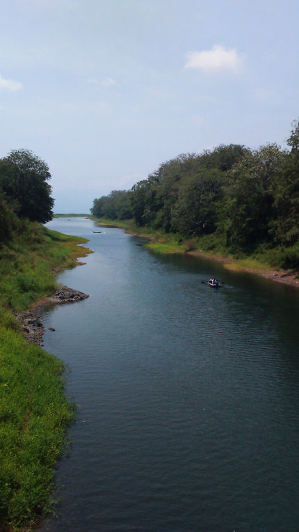 Canal débouchant dans le lac