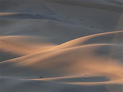 Dunes de Khongor au lever du soleil