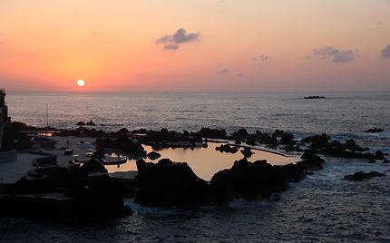 Coucher de soleil piscine de Porto Moniz