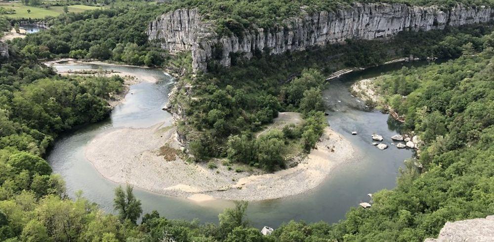 Ardèche : gorges, grottes, canot et randos
