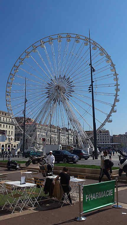 La Grand Roue sur le Vieux-Port de Marseille
