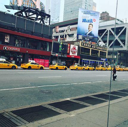 Taxis en file à 7 heures du matin