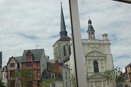 Reflet de la place Saint-Pierre