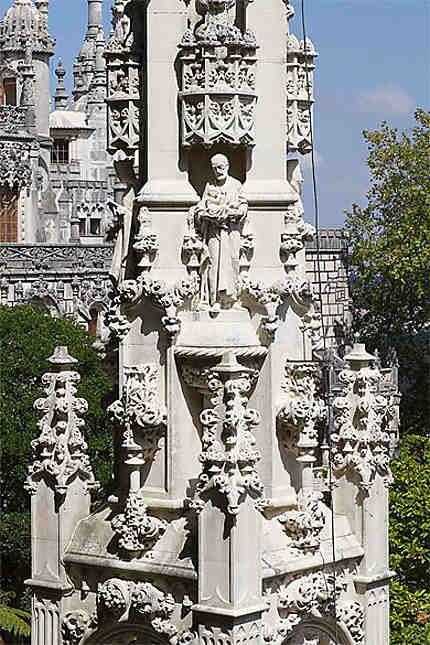 Sintra - Palais de la Regaleira - Chapelle - Détail tour