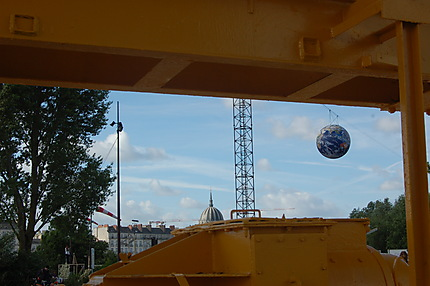 Grue, église Notre-Dame-de-Bon Port et planète