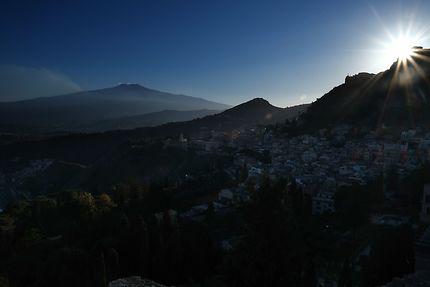 Taormine, la Perle de la mer Ionnienne au coucher