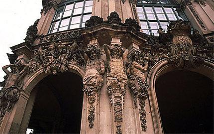 """Détail du pavillon du """"Zwinger""""."""