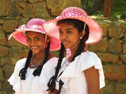 2 jeunes sri lankaises