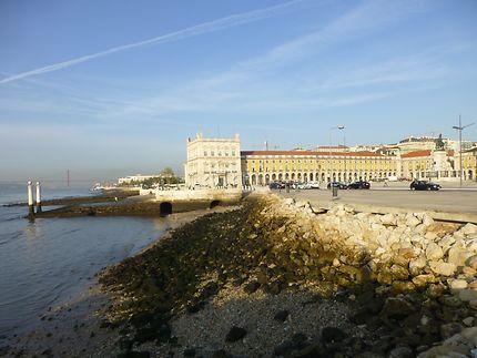 Place du Commerce au bord du Tage, Lisbonne