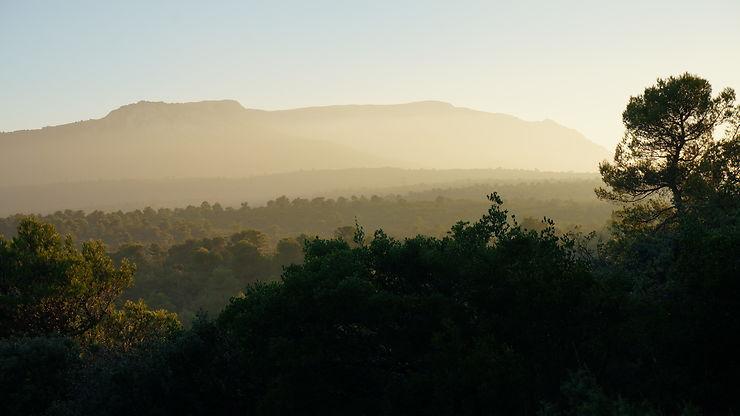 Soleil couchant sur la Sainte Baume, Provence