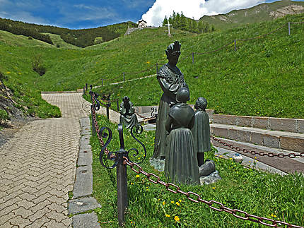 Notre-Dame de la Salette avec les deux enfants