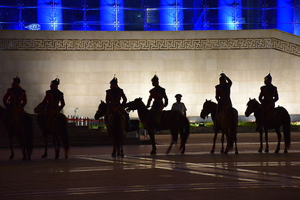 Cavaliers sur la place Sukhbaatar