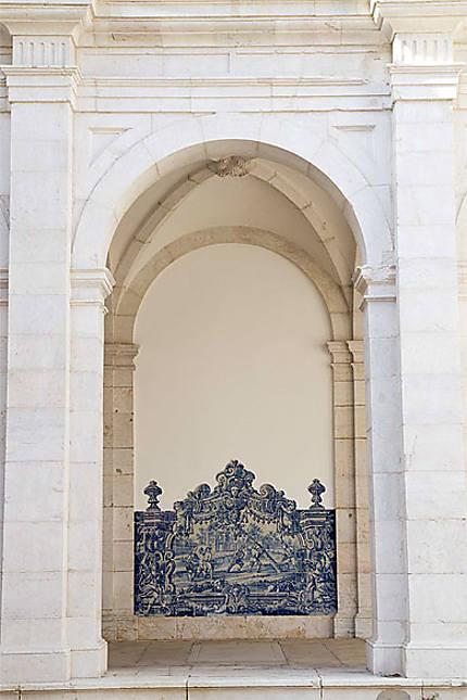 Lisbonne - Alfama - Arcade et azulejos du Monastère