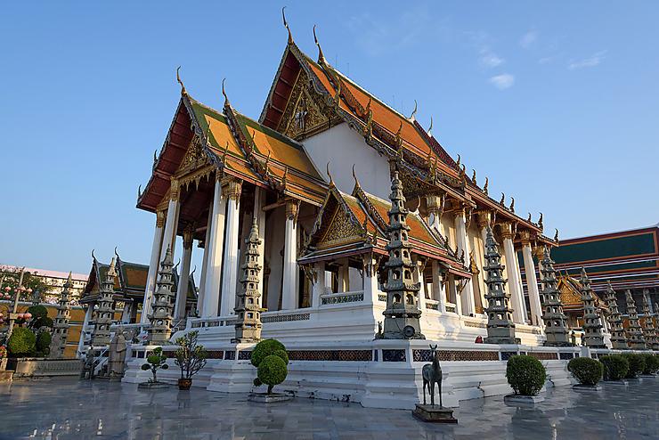 Bangkok : Wat Suthat, le temple de la balançoire