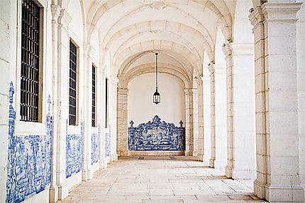 Lisbonne - Alfama - Arcades et azulejos du Monastère