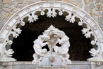 Sintra - Palais de la Regaleira - Fontaine des dragons