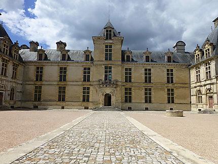Symétrie en façade au château de Cadillac