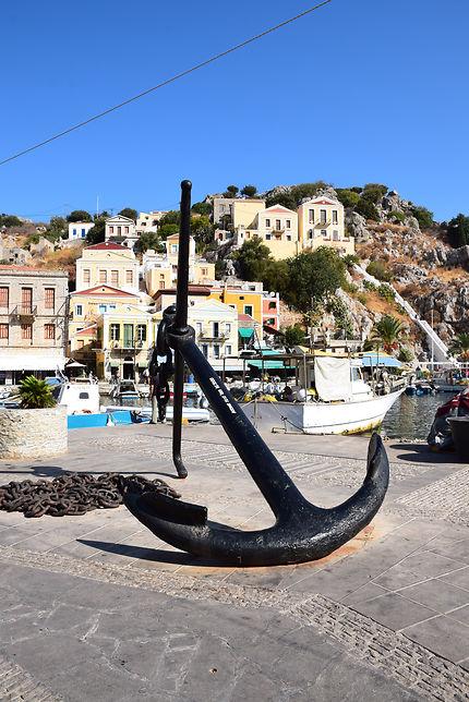 Ancre sur le port de Gialos