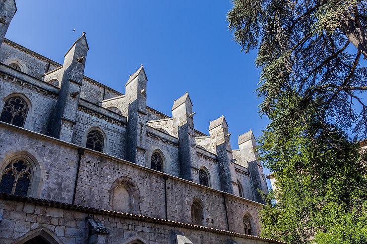 Vous venez de Saint-Maximin-la-Sainte-Baume, quels sont les endroits que vous recommanderiez et à voir absolument si on passe dans votre ville ou dans votre région ?