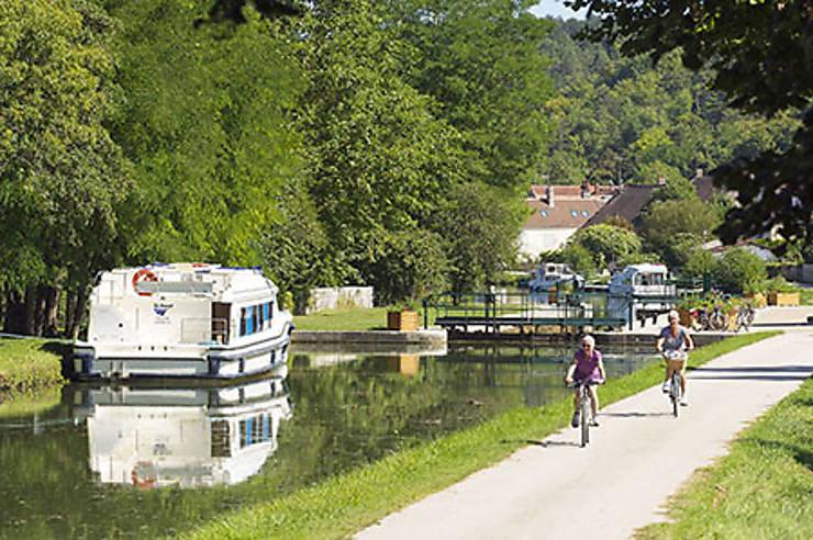 Au fil de l'eau : le long de canaux, de la Loire et de la Saône