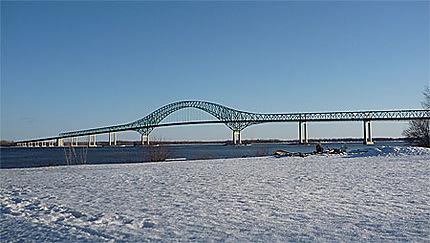 Pont Laviolette surplombant le St Laurent