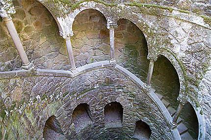 Sintra - Palais de la Regaleira - Le puits initiatique - Détail