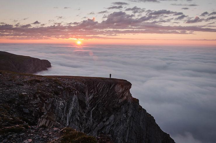 Au sommet de Sørøya, Norvège