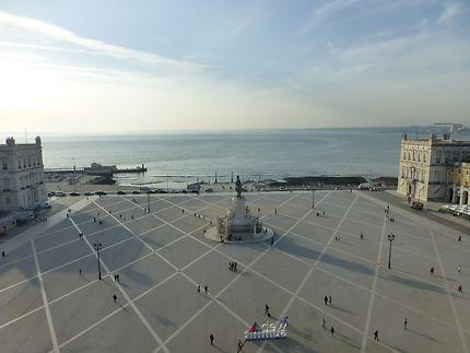 Place du Commerce ouverte vers le Tage, Lisbonne