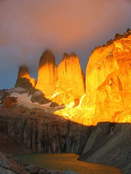 Lever de soleil sur las torres montagne parc national torres del paine patagonie chilienne - Meteo lever et coucher du soleil ...