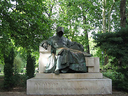 """Statue d'Anonymus"""""""