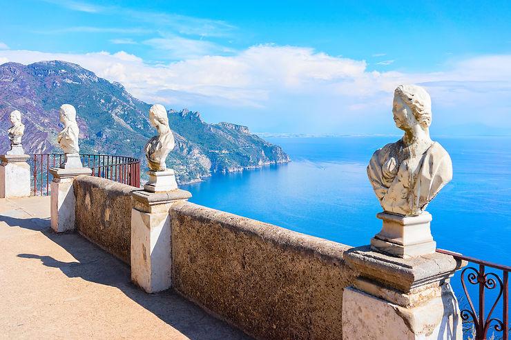 Contempler la Méditerranée depuis il Terrazzo dell'Infinito à Ravello - Italie