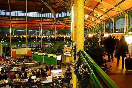 Le marché de Noël de Sens dans la halle du XIXème