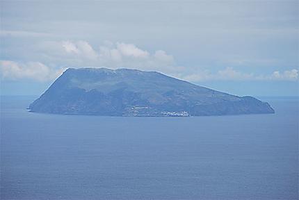 Corvo, vue depuis Ponta Delgada
