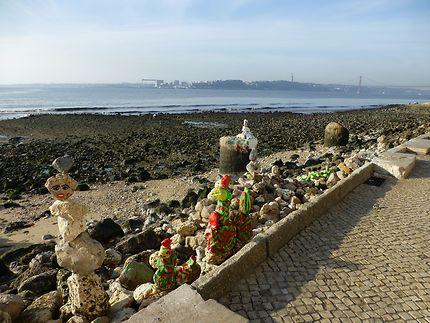 Statues en bord de Tage, Lisbonne
