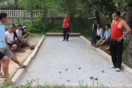 Partie de pétanque à Nong Khiaw, Laos