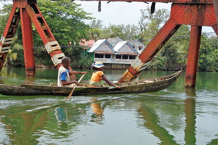 Navigation sur le canal des Pangalanes