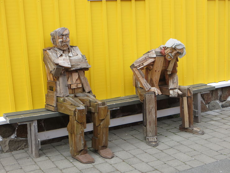 Vieillards sur un banc, Siglufjörður, Islande