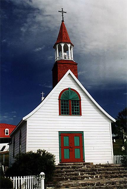 Chapelle de Tadoussac faisant face au fjord du Saguenay
