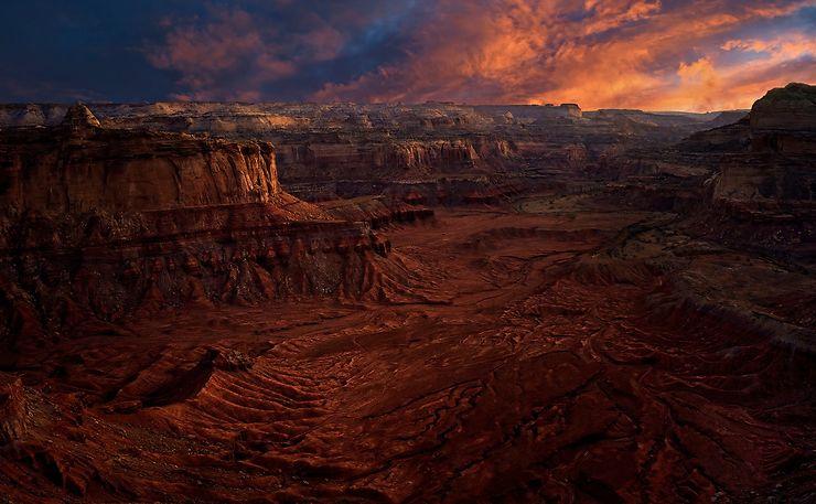 Coucher de soleil dans un canyon en Utah, USA