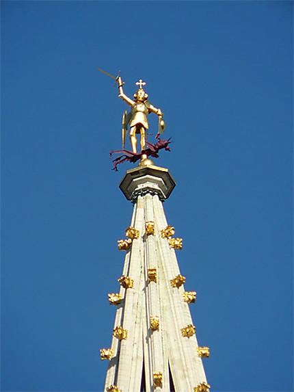 Saint-Michel au sommet de l'Hôtel de Ville