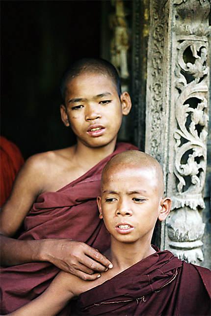 les 2 petits moines au temple de Shwe Inbin