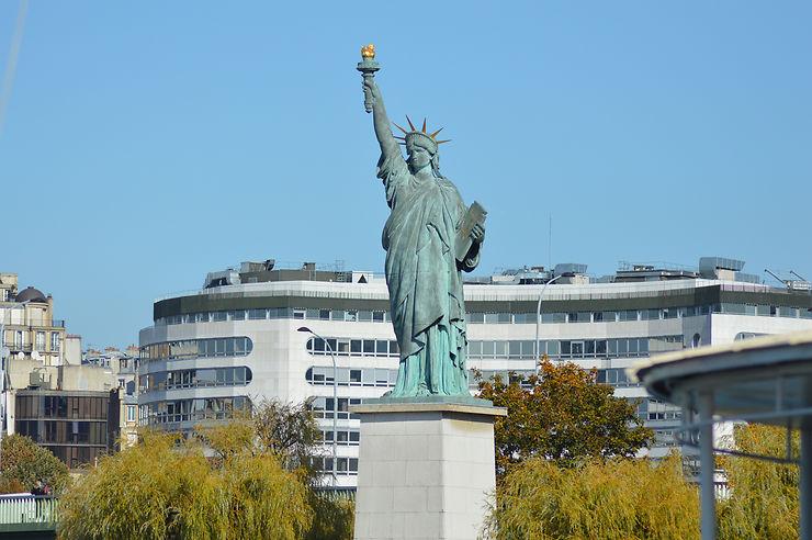 Île aux Cygnes à Paris... on dirait New York !