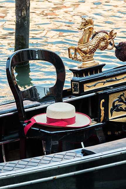 Venise - Le chapeau du gondolier