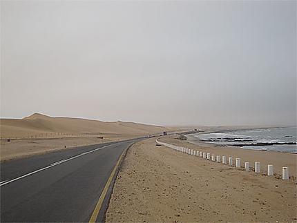 Dunes de sable devant l'océan