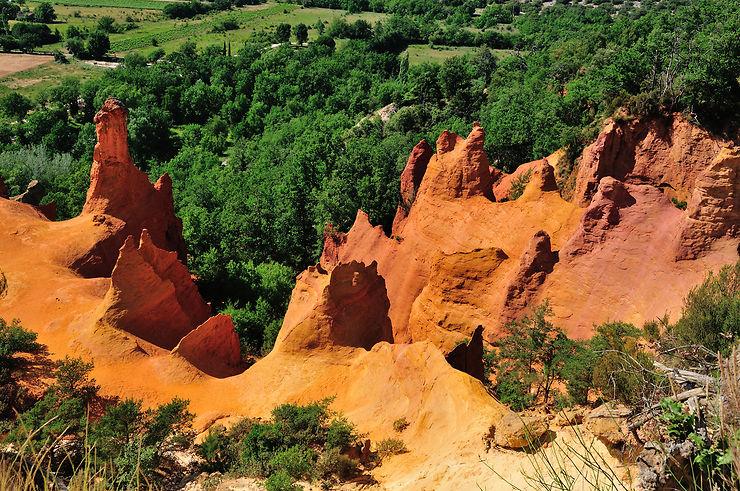 Roussillon et Rustrel dans le Vaucluse... on dirait le Colorado !