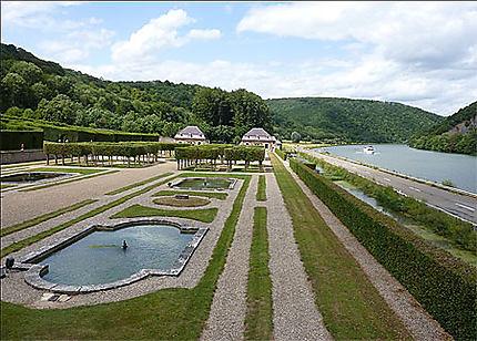Jardins à la française au château de Freyr